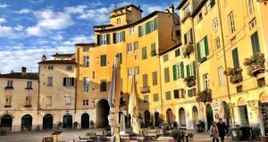 Walk The City Walls In Lucca